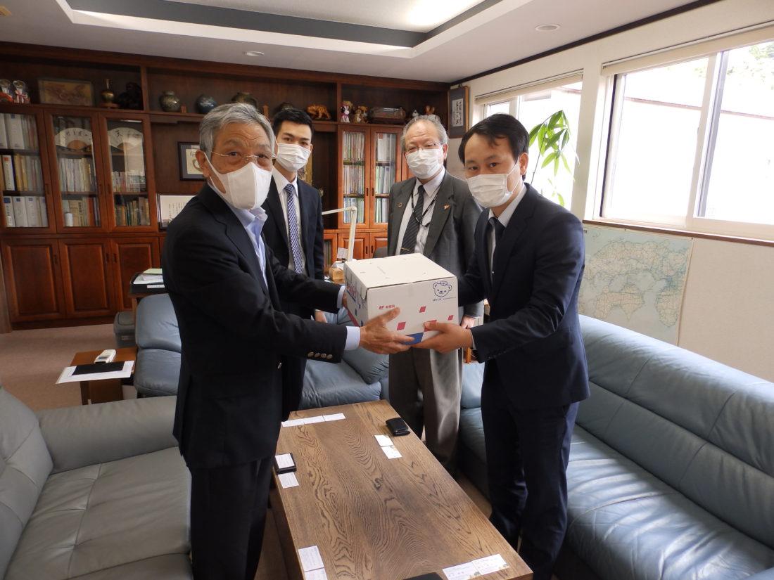 株式会社ヒューマンサポートジャパン様より布マスクをいただきました。